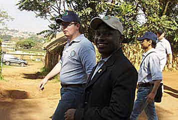 Uganda Kurtide Liidu president Ambrose Murangira ja WFD noorsootöö president Juan Angel de Gouveia